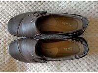 Ladies Clarks Comfort Brown Leather flat shoes size 8. Hardly worn