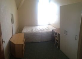 Bournemouth town centre DOUBLE ROOM TO RENT ALL BILL INCLUDED ,COUPLE £ 110 PW