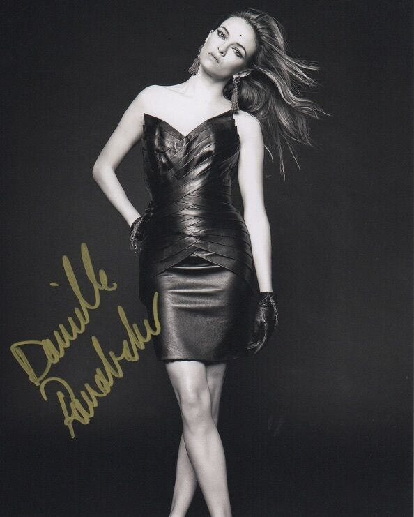 Danielle Panabaker The Flash Autographed Signed 8x10 Photo COA #A28