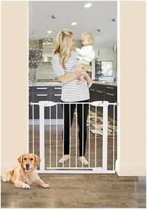 Brand new Dreambaby Boston Magnetic Auto-Close Security Gate.