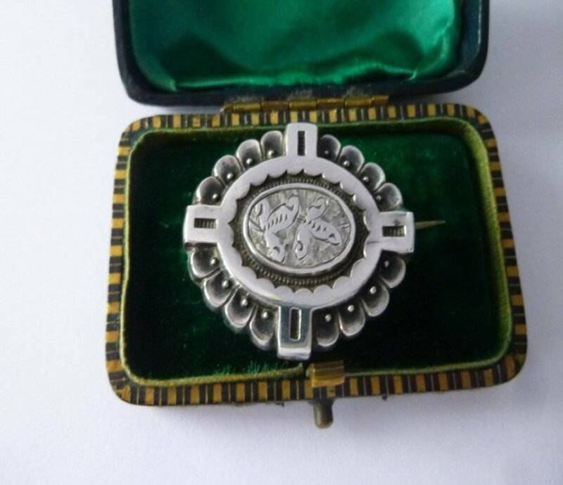 EXQUISITE SILVER-TONE ANTIQUE  VICTORIAN MOURNING HAIR BROOCH - RARE ANTIQUE