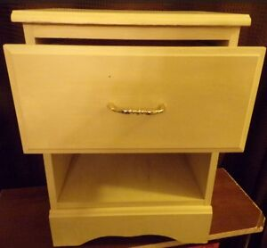 solid pine night stand - table - great condition