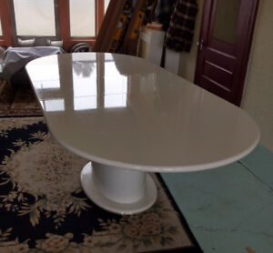 Beautiful dining room table, excellent condition,