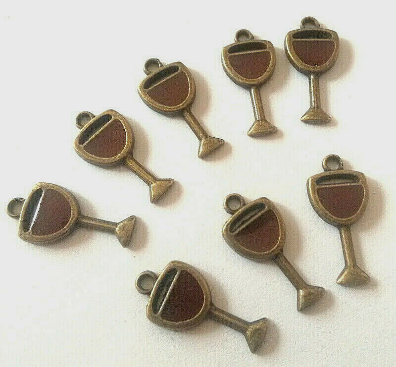 Lot de 8 pendentifs verre de vin couleur bronze émail rouge foncé