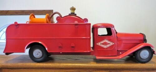 STRUCTO FIRE PUMP TRUCK 1930s REDONE WITH A DIAMOND 760 MOTOR OIL LABEL