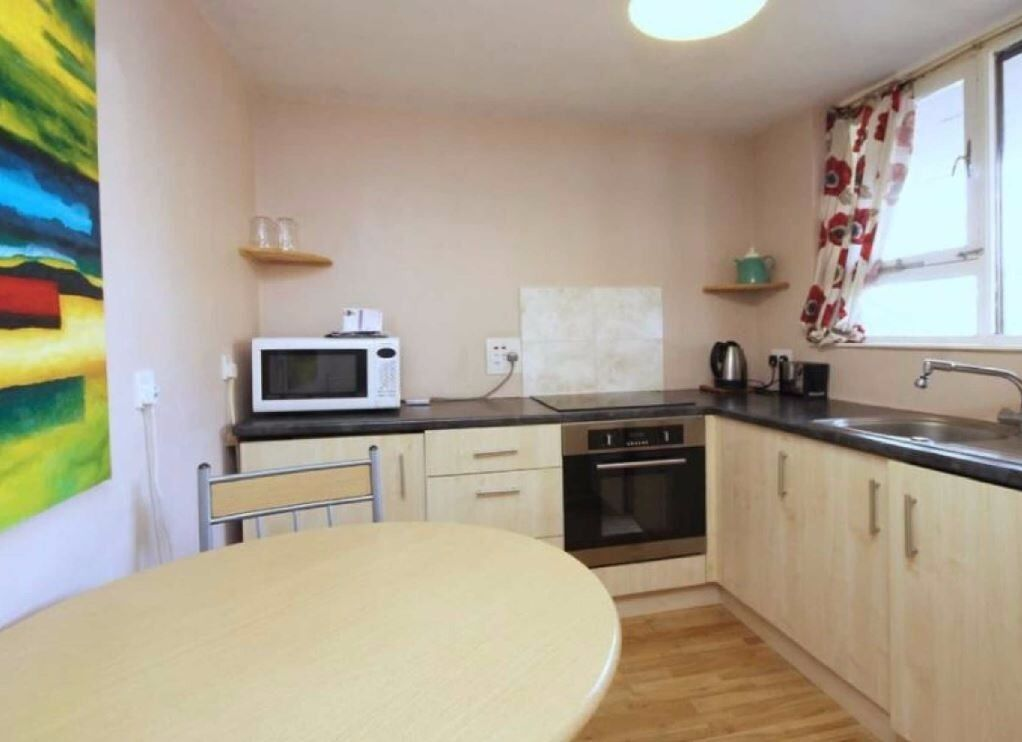 1 BED FURNISHED AVAILABLE IN MAY £275 PER WEEK