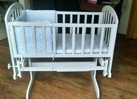VIB swinging white crib with mattress & bumpers