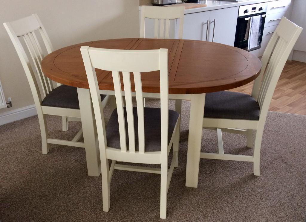 Harvey S Toulouse Painted Round Extending Table Chairs Like New