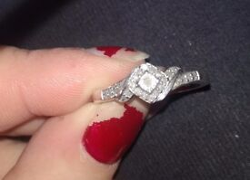 While Gold Diamond Ring for sale