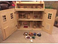 Wooden Dolls House - Urgent