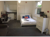 LARGER THAN AVERAGE studio flat in Watford next to Watford Junction station, short commute to London