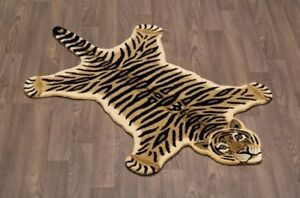 "Tiger pelt rug 4'0""x6'0"" in cream and black"