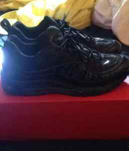 Nike x Supreme Air Max 98 Size 10.5 All black/reflective