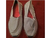 Womans flat shoes size 4