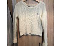 White knitted crop jumper.