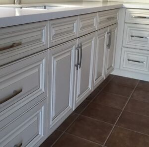 PRE-ASSEMNELLED SOLID WOOD KITCHEN CABINETS
