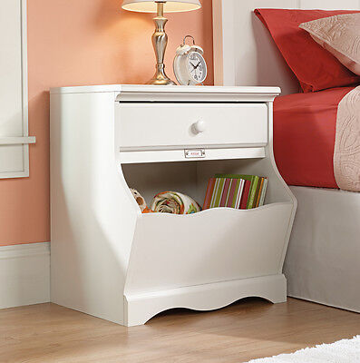 منضدة جانب السرير جديد Sauder Woodworking 414433 Pogo Kids Bedroom Furniture Night Stand Soft White