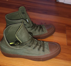 Green Ladies Converse Shoes Size 7.5 NEW