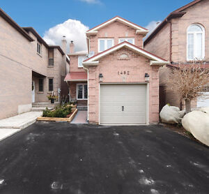 Oakville Family Home 3Bed/3Bath Finished Basement (WON'T LAST)