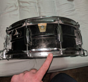 Ludwig Black Beauty supersensitive snare drum LB418