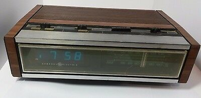 Vintage GE General Electric AM FM Clock Radio 7-4685A Blue Neon Color Digital GO