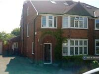 5 bedroom house in Wolstonbury, London, N12 (5 bed)