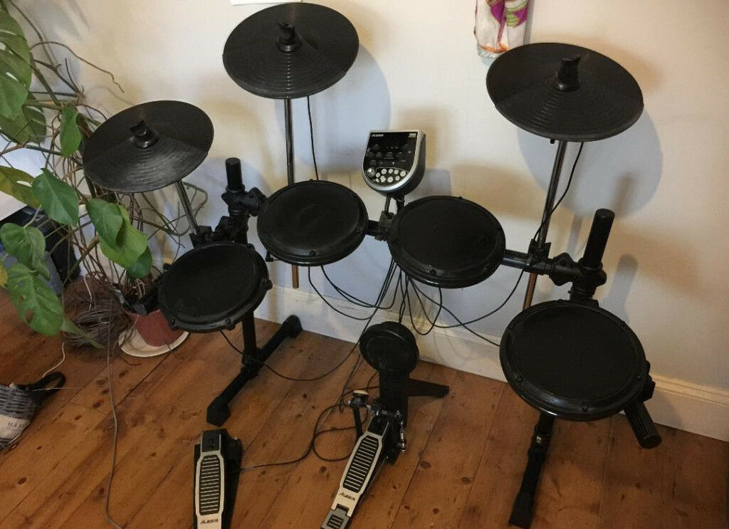 DRUMS Alesis DM6 USB Electronic Drum Kit with Cymbals , Hi-Hat , Bass Pedal and 108 Sounds.