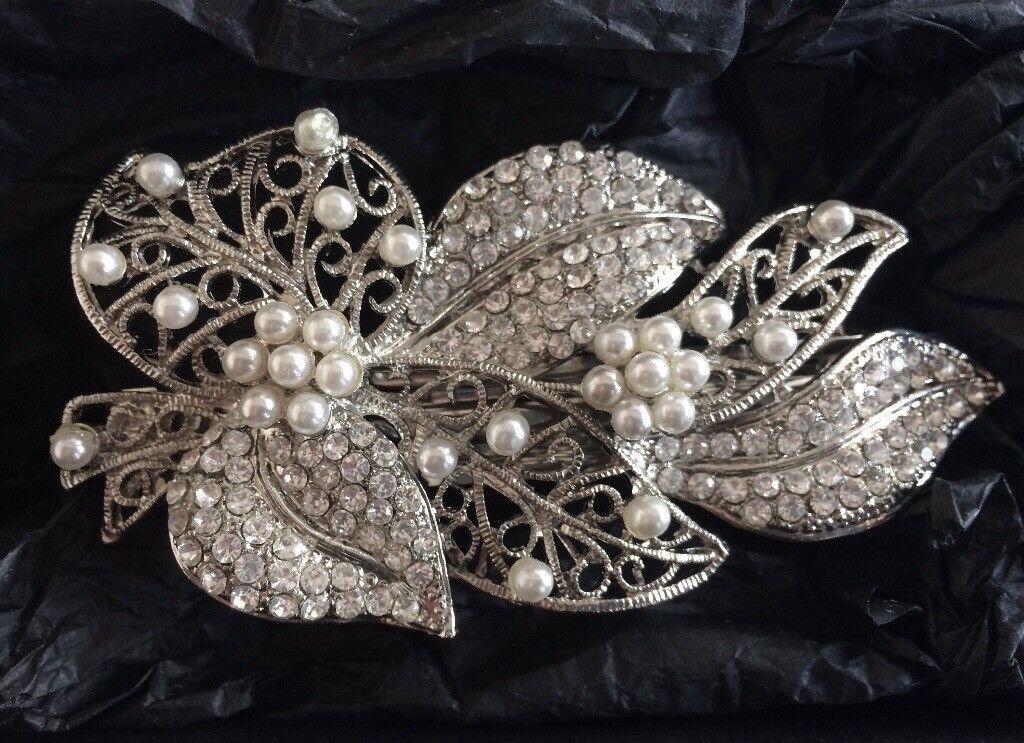 Pearl and Crystal Leaf Hair Clip