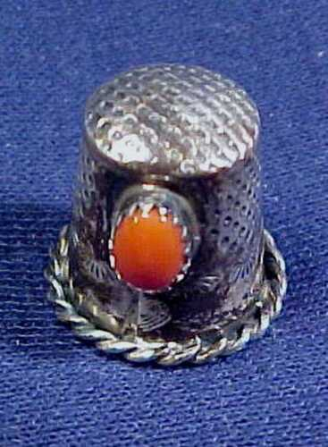 VINTAGE ESTATE NAVAJO STERLING THIMBLE WITH CORAL