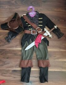 Pirate dressing up costumes Halloween