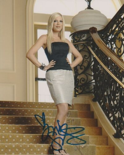 Tori Spelling 90210 Sexy Autographed Signed 8x10 Photo COA AB26