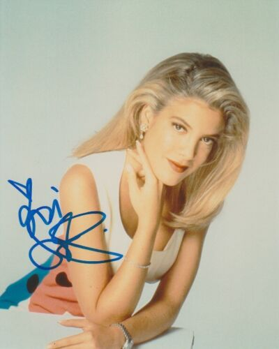 Tori Spelling 90210 Sexy Autographed Signed 8x10 Photo COA AB21