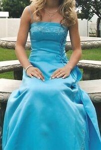 Magnifique robe de bal brodée de pierres et de paillettes
