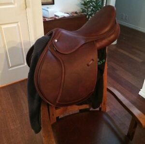 Intrepid Gold CC jumping saddle