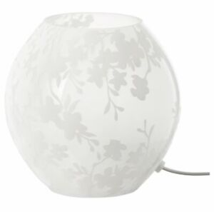 2 petites lampes blanches IKEA