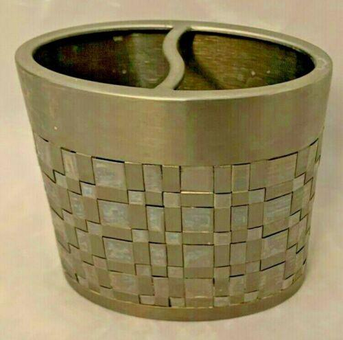 "Silvertone 4X4.5"" Oval Mosaic AVANTI Toothbrush Holder"