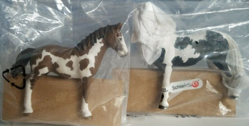 New RETIRED Schleich Horses, PINTO Yearling & Mare 13695 & 13696