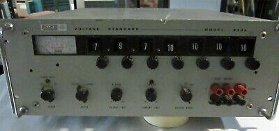 Fluke Voltage Standard Voltage Calibration Unit Model 332a