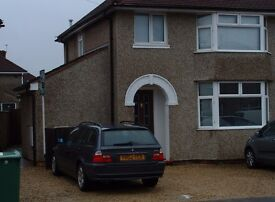One bedroom garden flat suit single professional situated in no through road. Cowley