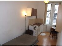 SINGLE BEDSIT. CENTRAL LOCATION. ALL BILLS INCLUDED. ZONE ONE