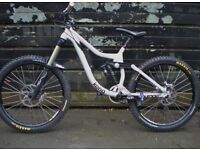 Kona Entourage Deluxe Downhill Mountain Bike