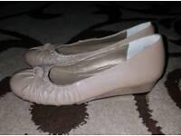 Beige shoes size 4