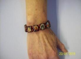 Joblot of 120 wooden bracelets
