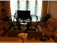 HOMESWAP 2BED MODERN FLAT IN EALING LONDON FOR UR 3/4BED IN LONDON