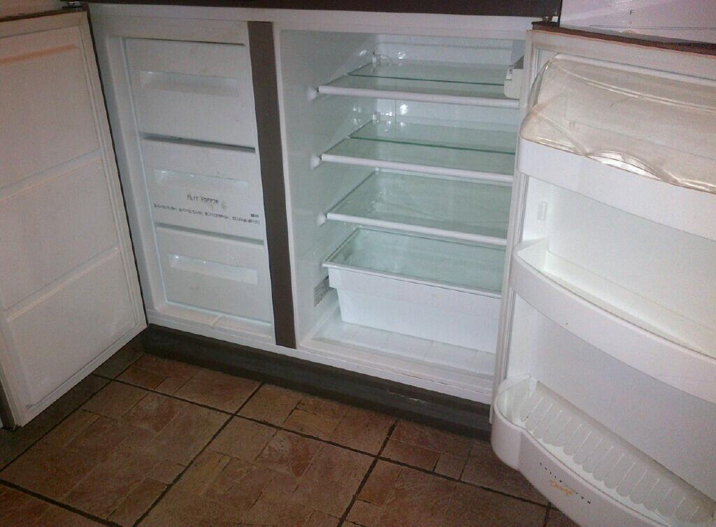 Zanussi ZSS7/5W Under Counter Fridge and Freezer | in ...