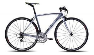 2013-Polygon-Helios-F3-0-Flat-Bar-Road-Bike-Shimano-Sora-Carbon-Fork-NEW