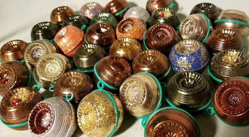 Vtg Indent Ornaments Metallic Colors Unbreakable Plastic Glitter 35