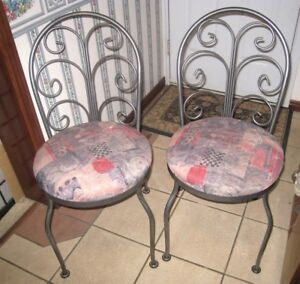 2 High quality Metal Chairs in great condition, silver color