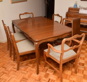 TABLE 6 CHAISES EN CERISIER / TABLE & 6 CHAIRS IN FRUITWOOD