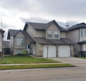Beautiful 4 Bedroom Royal Oaks Home, Grande Prairie T8V 8L5
